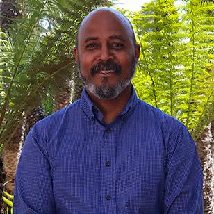 Dr. Ricardo Parker